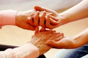 manos de los cuidadores