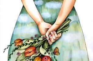 Mujer con un ramo de flores en la espalda