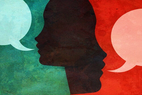 Personas hablando