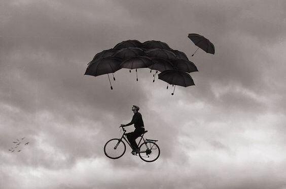 hombre volando en bici