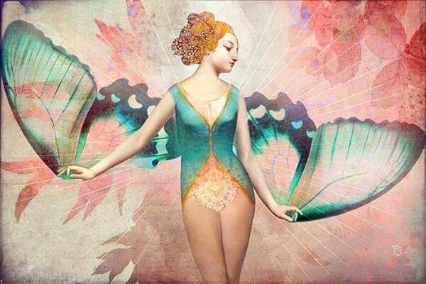 Mujer feliz con alas
