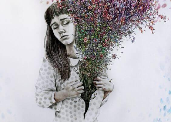 Mujer con flores en la camisa