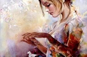 Mujer con pajaritas de papel en un proceso creativo