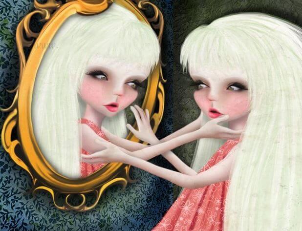 Mujer mirandose al espejo dudando entre narcisismo y autoestima