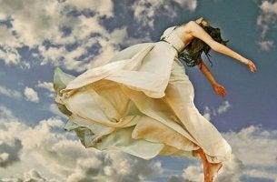 mujer que alza el vuelo