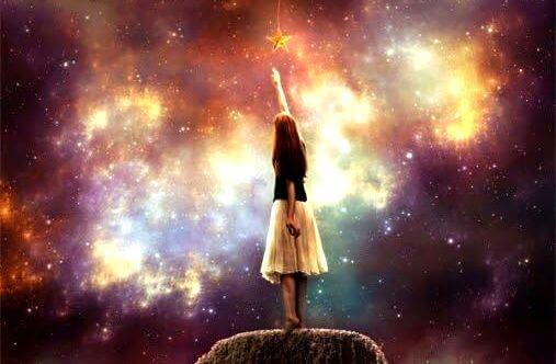 niña tocando estrella