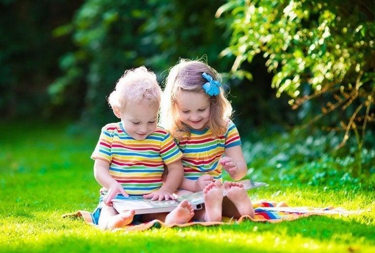 Qué hacen los niños y a qué edad: los hitos del desarrollo