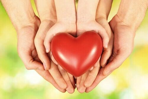 Sostener un corazón