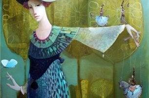 Mujer con la mano levantada
