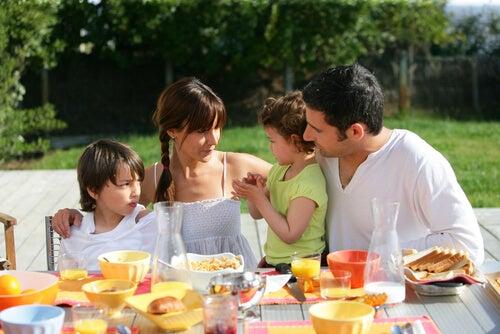 Las comidas familiares enriquecen el comportamiento de los hijos