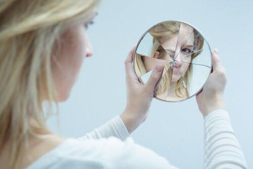Cuando la apariencia física se trasforma en cárcel (trastorno dismórfico corporal)