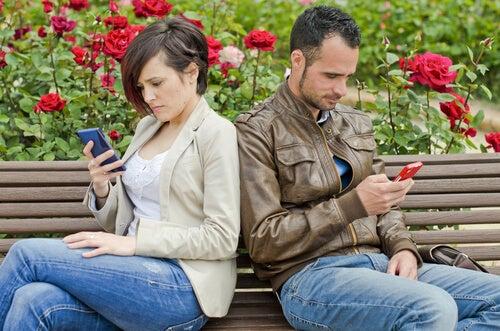 Las redes sociales pueden ser el fin de tu relación de pareja