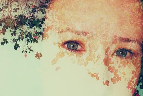 Face d'un enfant effacée