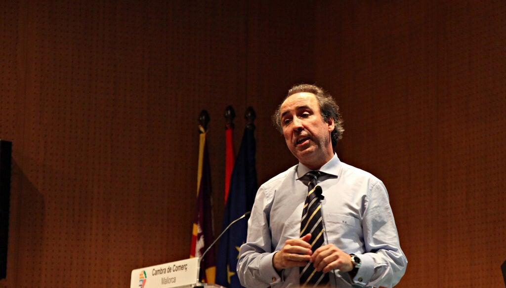 Emilio Duró dando una conferencia
