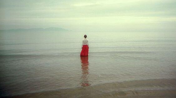 La necesidad de romper con la soledad te hace vulnerable