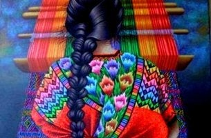 mujer tejiendo con hilos