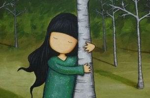 Niña abrazada a un árbol que no sabe lo que hacer