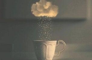 nube-sobre-taza-de-cafe