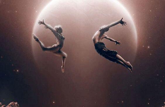 pareja bailando en la luna