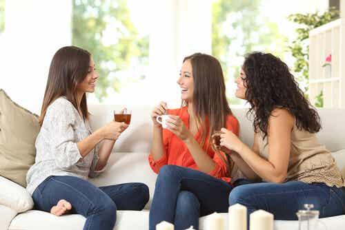 La amistad para las mujeres no significa lo mismo que para los hombres