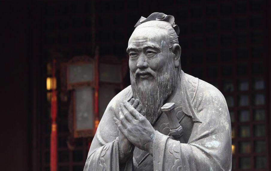 confucio simbolizando la idea del buen vivir