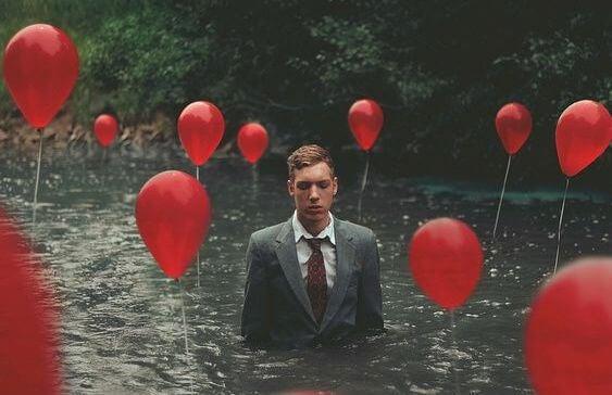 hombre globos