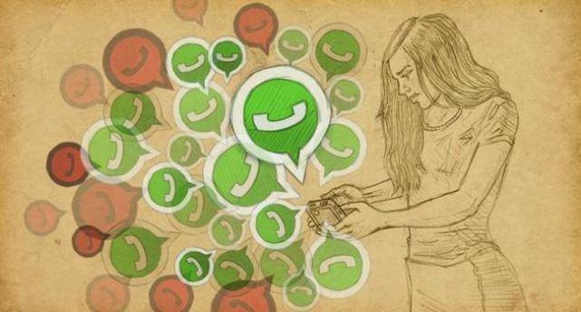 Mujer leyendo whatsapps