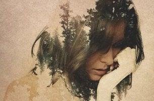 mujer sufriendo deudas emocionales