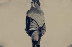 mujer con enfermedad crónica