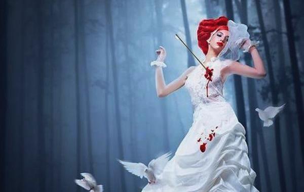 mujer con flecha