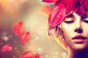 mujer hojas
