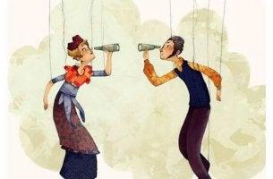 pareja mirándose con catalejos