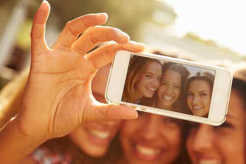 5 mensajes que transmite sobre ti un selfie