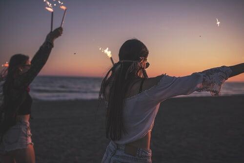 Cómo lograron que los jóvenes dejaran de fumar y de tomar alcohol en Islandia