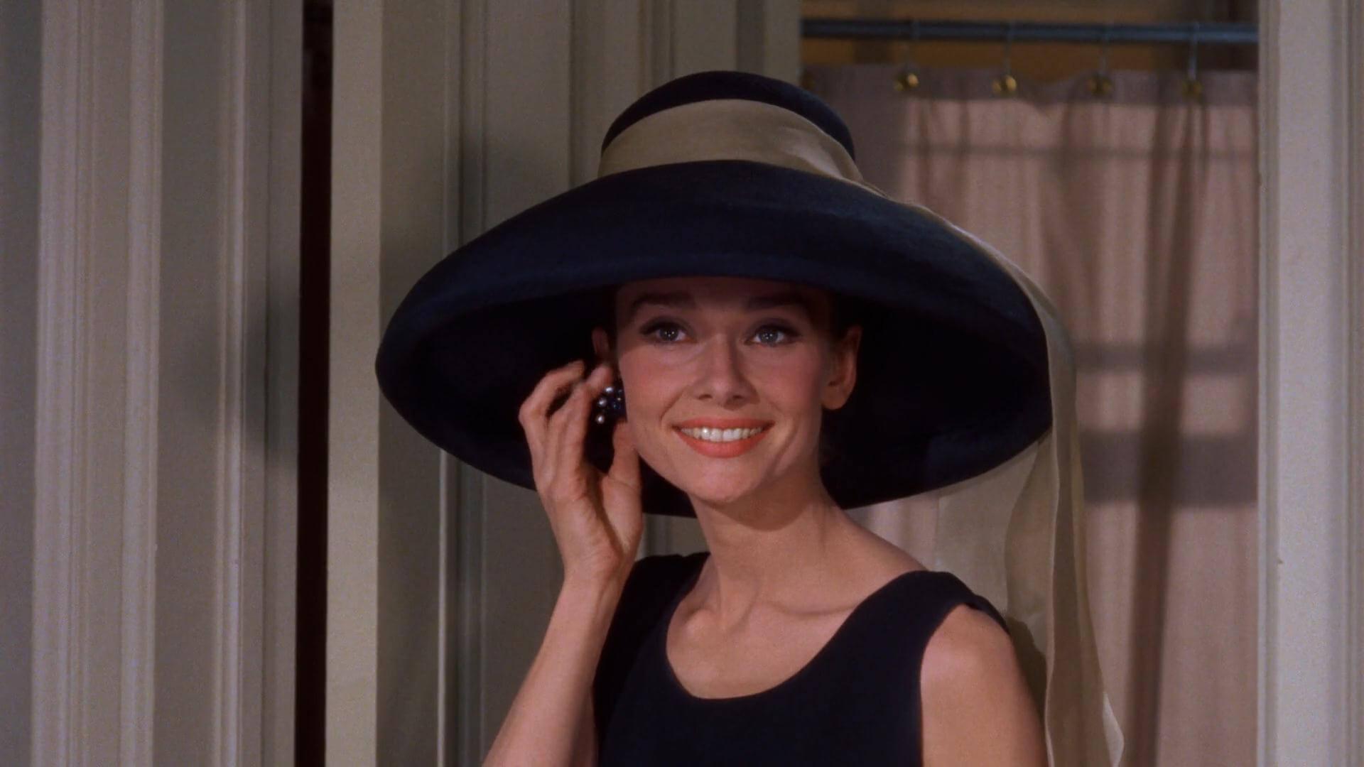 Audrey Hepburn en la pelicula desayuno con diamantes