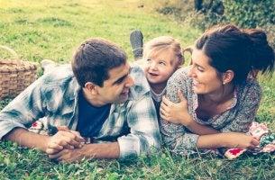 Padres con su hijo