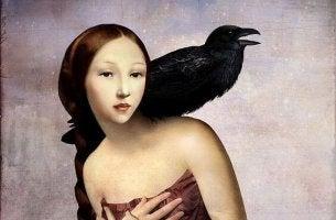 mujer con cuervo representando los juicios