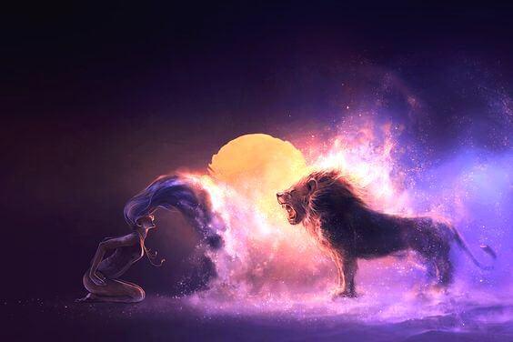 mujer con león luchando para no ser una víctima