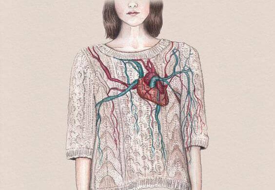 Mujer corazón pecho