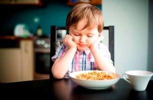 niño con trastornos alimentarios