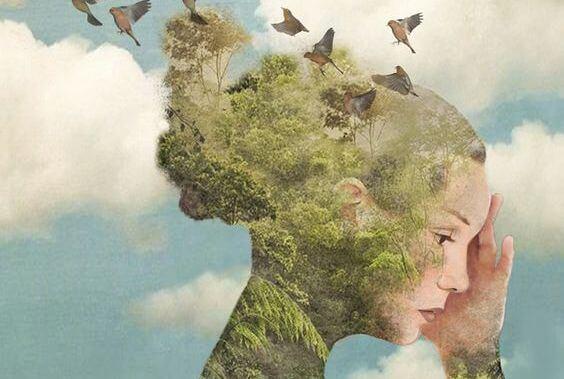 mujer con pájaros representando la indiferencia al dar la espalda