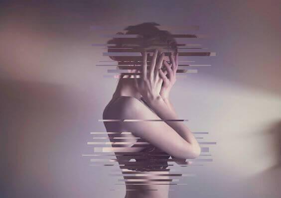 mujer fragmentada