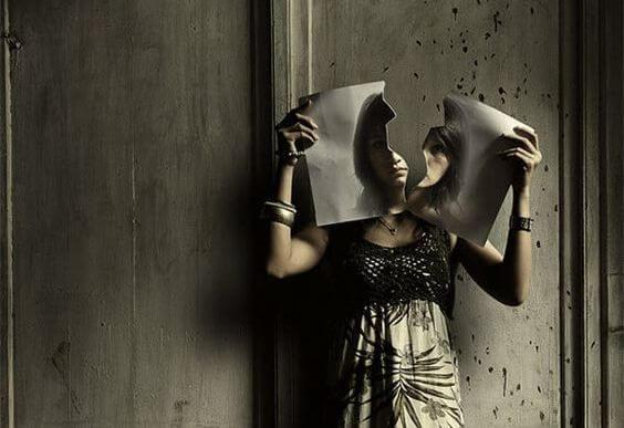 mujer imagen rota