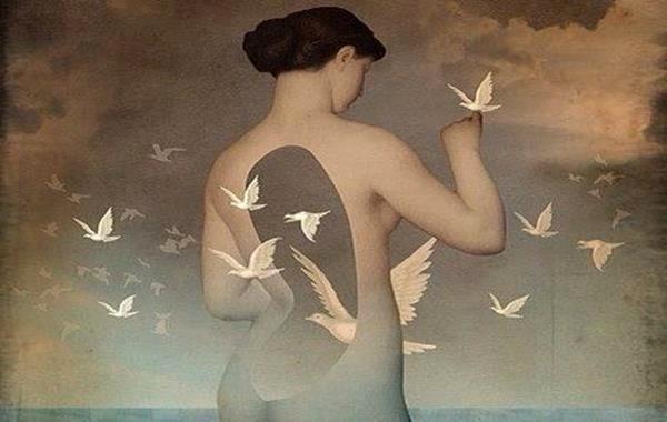 mujer palomas