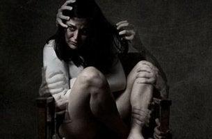 mujer víctima del odio
