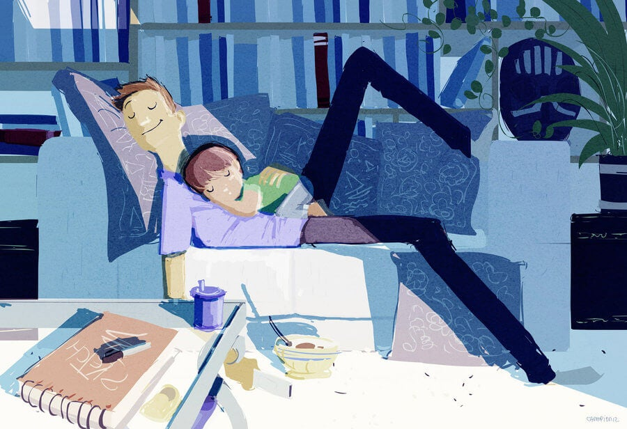 padre feliz con su hijo en el sofa