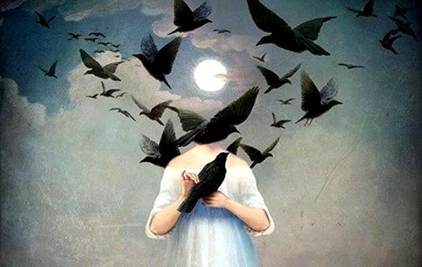 persona con cuervos en cabeza
