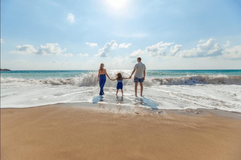 Familia-en-la-playa