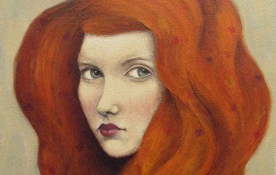 mujer-pelo-rojo pensando en una excusa