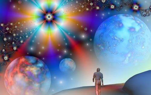 persona caminando en el universo en una toma de conciencia